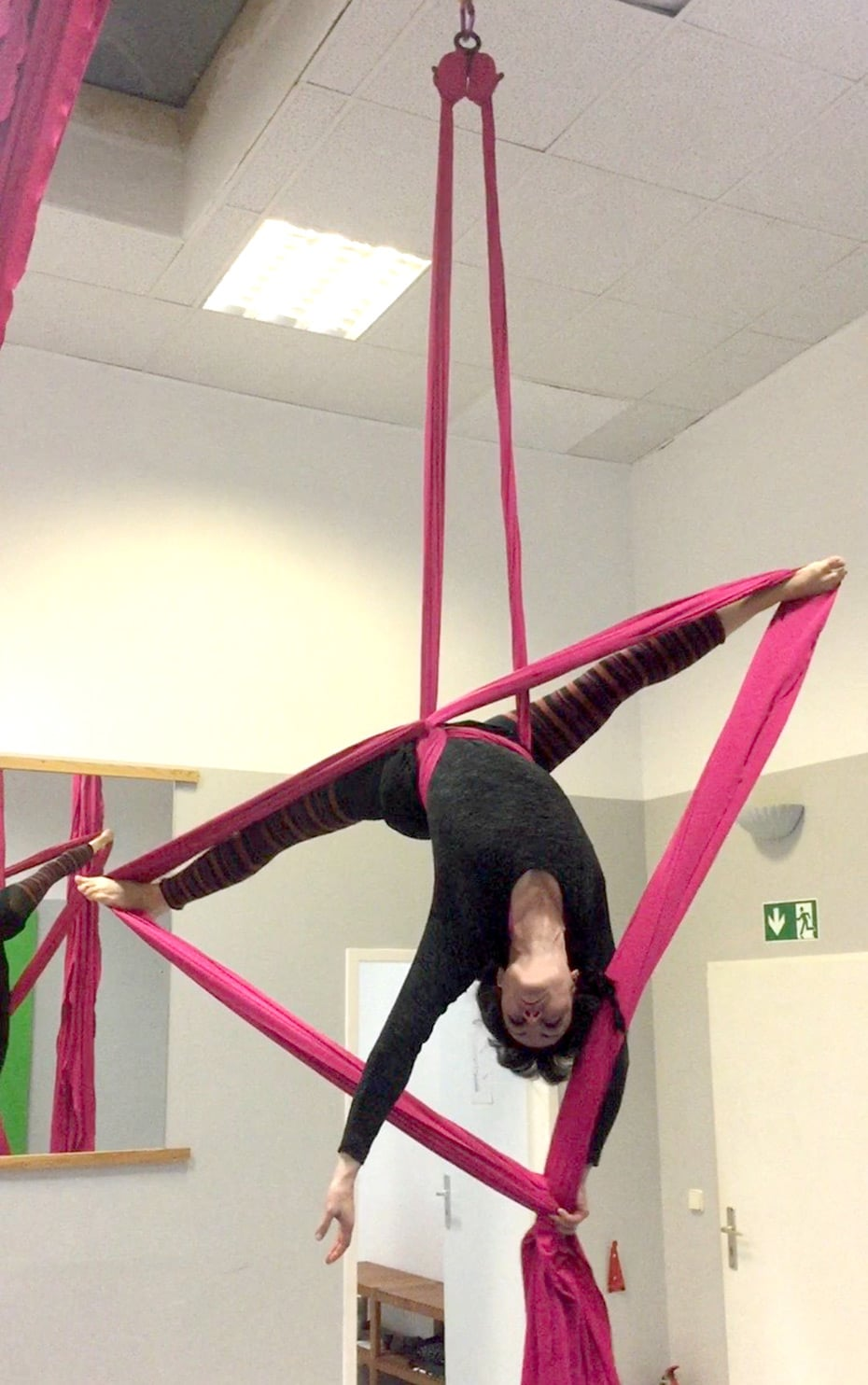 Jasmin liebt Aerial Silks | Schwatz Katz