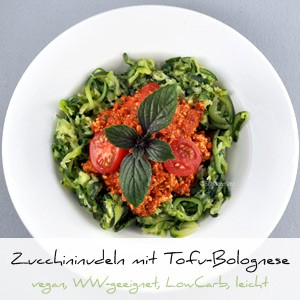 Zucchini mit Tofu-Bolognese