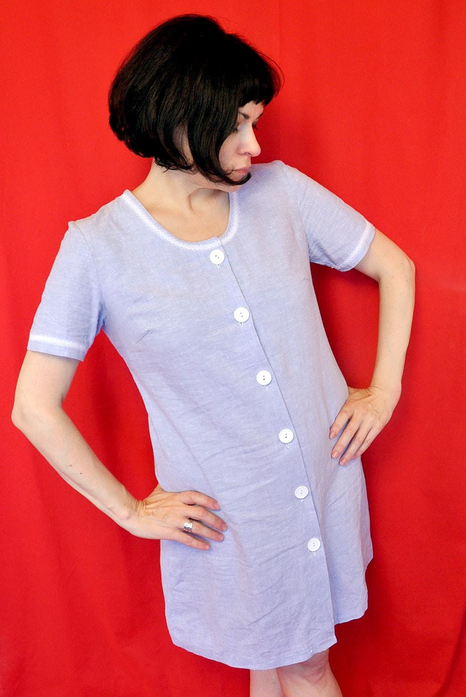 Leichtes blaues Leinenkleid