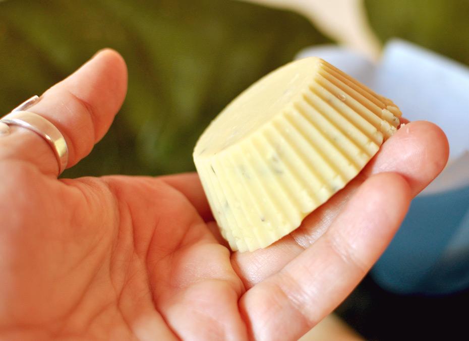 DIY Mandel-Peelingbutter mit frischem Rosmarin