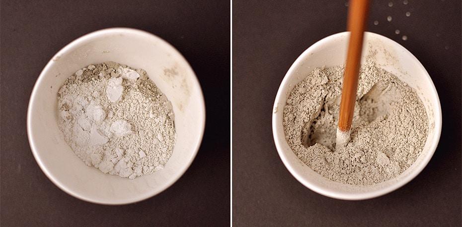 Die Zutaten in ein Keramikgefäß geben und gut vermischen