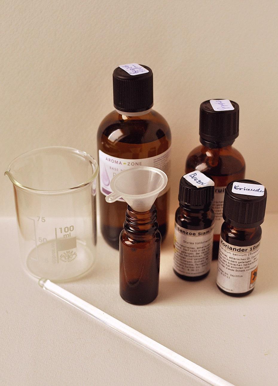 Naturparfum herstellen aus ätherischen Ölen | Schwatz Katz