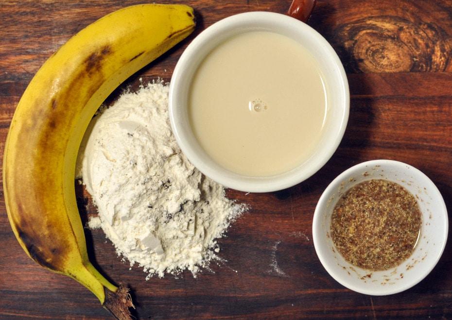 Bananen Pfannkuchen mit Erdbeer Chia Soße | Schwatz Katz