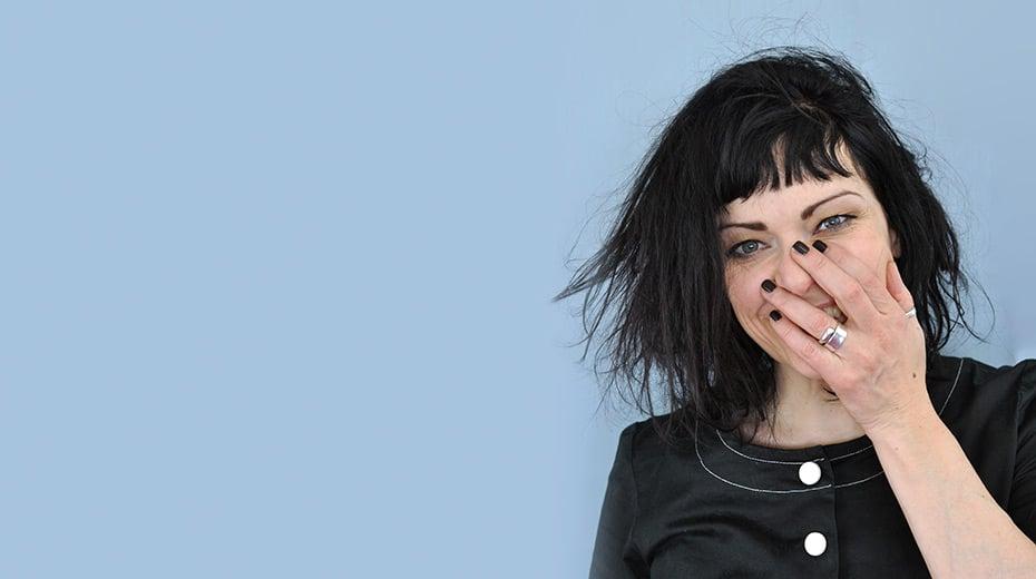 Hallo, ich bin Jasmin, Autorin von Schwatz Katz, Berufskreative und Bloggerin