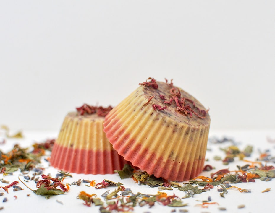 Bunte Pflegemuffins mit Blütendeko | Schwatz Katz